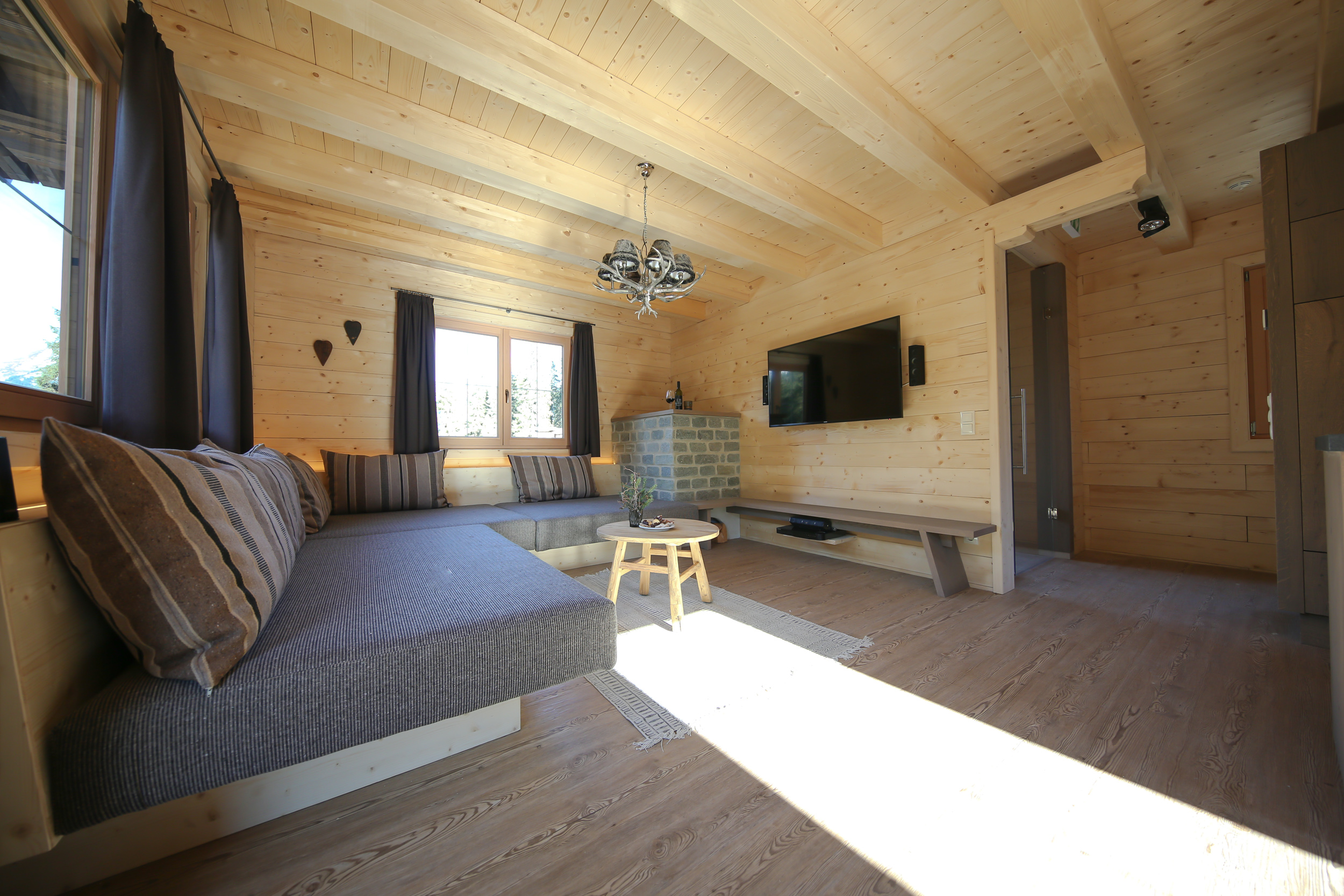 Chill out Ecke mit Kamin Montana Chalet