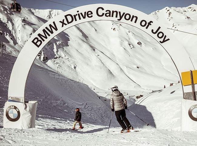 Hochfügen Tirol Zillertal Tiefschnee Fahrspaß BMW