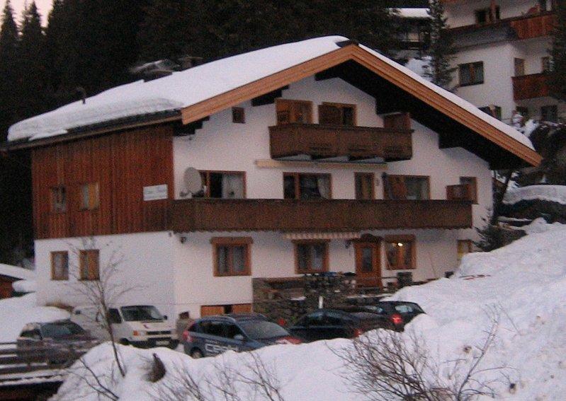 Haus Theato Skigebiet Hochfügen Skiurlaub Winter Zillertal Appartement