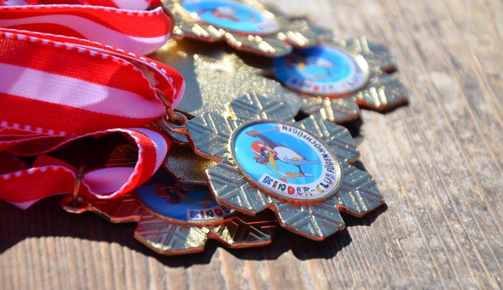 Skischule Kostenzer Medaillen Skirennen Wettrennen Zillertal Skifahren