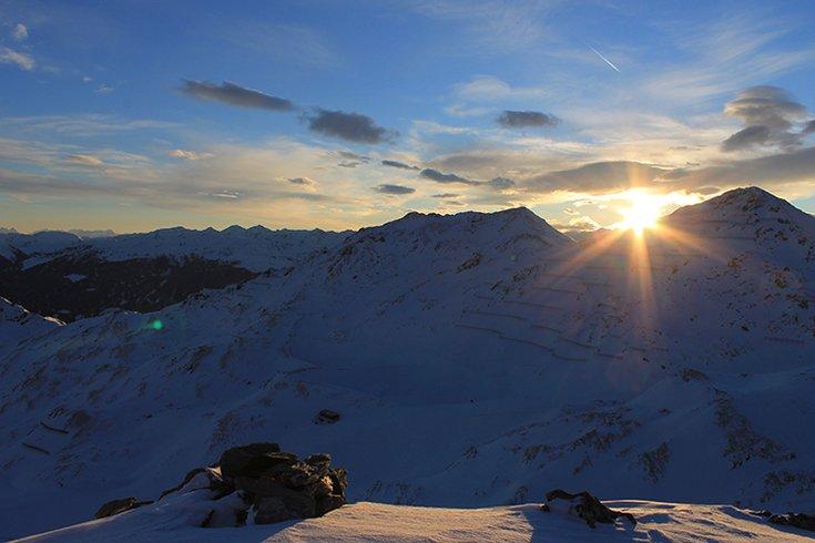 Skigebiet Hochfügen Tiefschneefahren Zillertaler Alpen Sonnenaufgang Pulverschnee