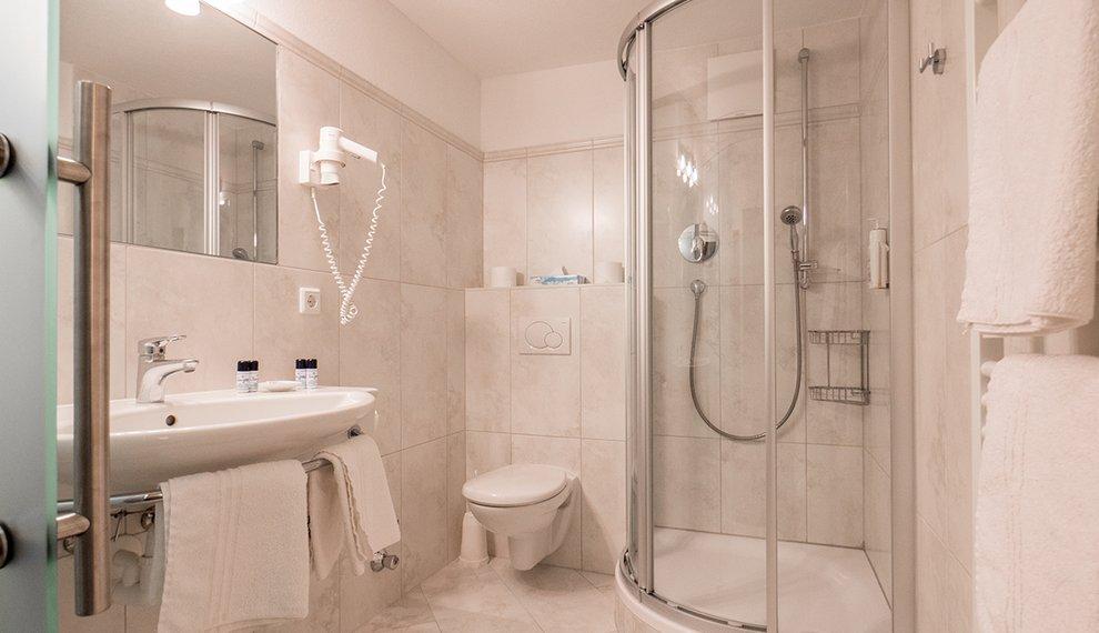 Berghotel Hochfügen Bad Hotelauftenthalt Zillertal Dusche