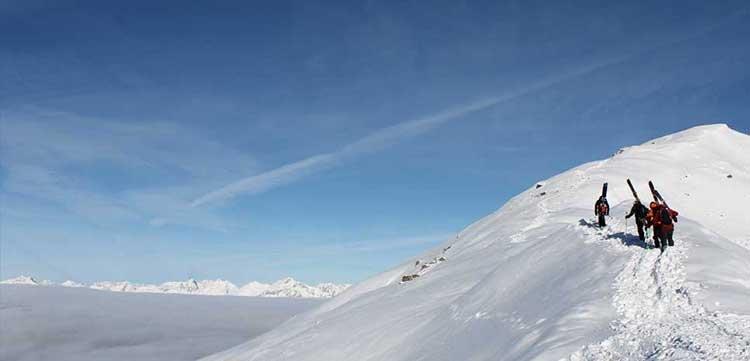 Hochfügen Skifahren Tiefschnee Winter Zillertaler Berge Skiurlaub