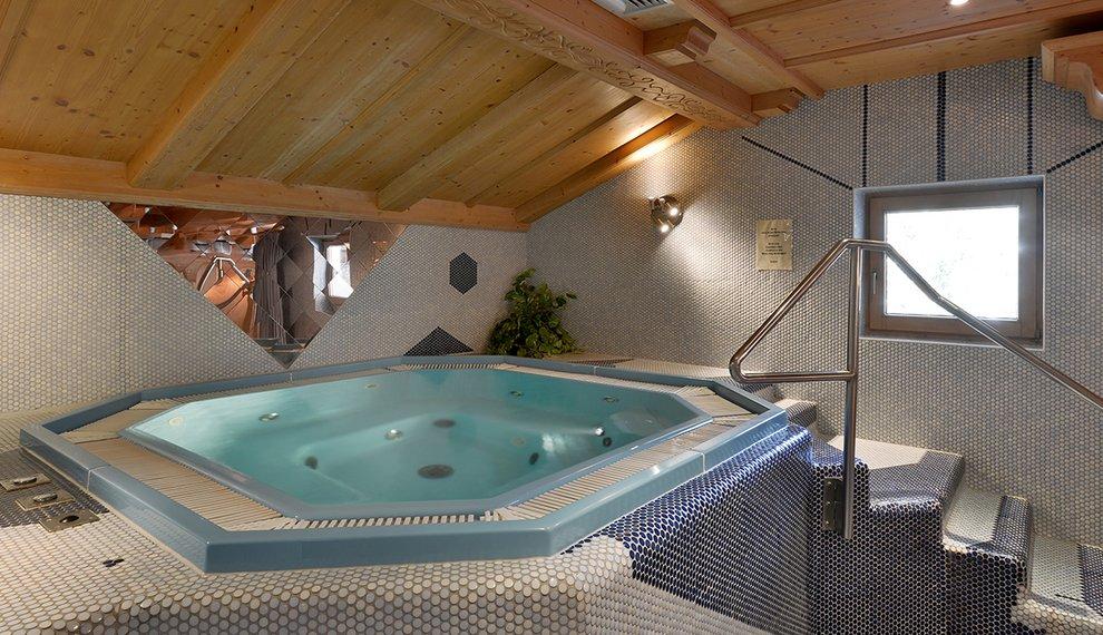 Hotel Almhof Whirlpool Skifahren Relaxen Hochfügen