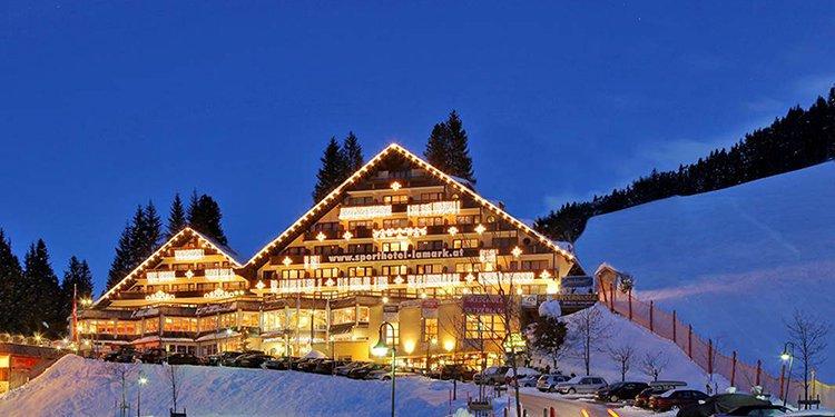 Hotel Lamark Hochfügen Skigebiet Zillertal Winter Skiurlaub