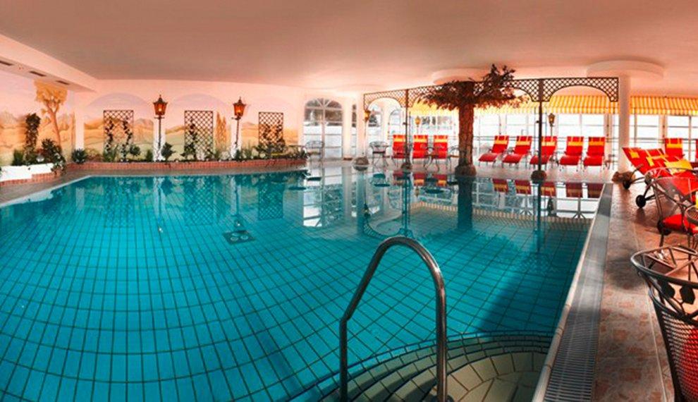 Hallenbad Berghotel Hochfügen Schwimmen Zillertal Erholung