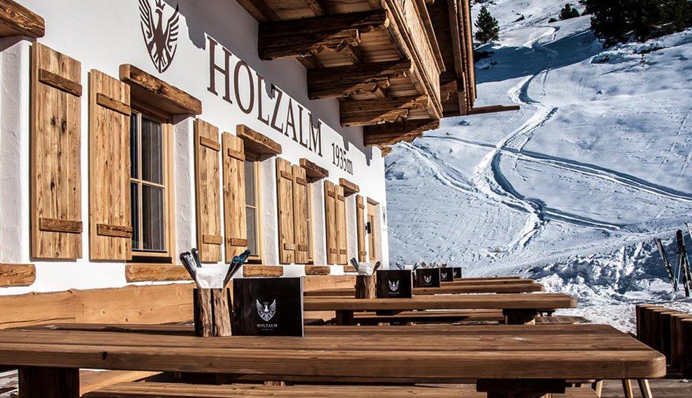 Hochfügen Holzalm Sonnenterrasse Tiroler Schmankerl Kulinarik