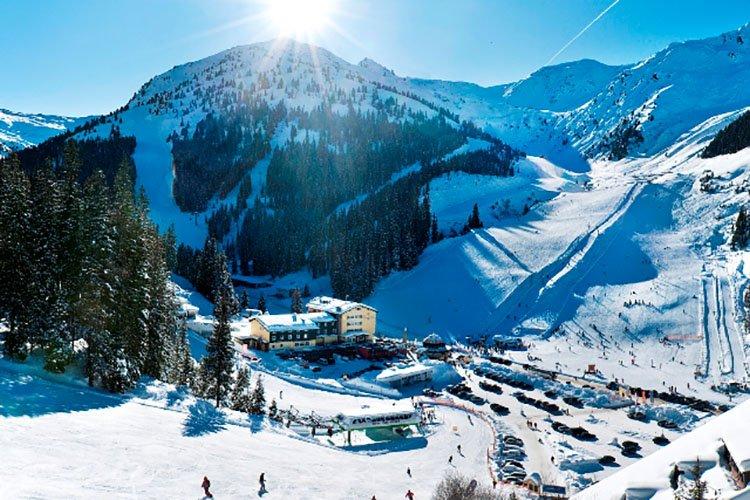 Berghotel Hochfügen Winterurlaub Schneesicherheit Zillertaler Alpenwelt