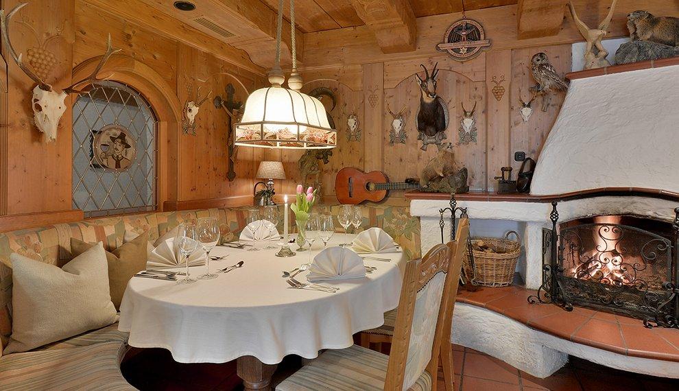 Hotel Almhof Skiregion Zillertal Gästestube Kulinarik Gemütlichkeit Hochfügen