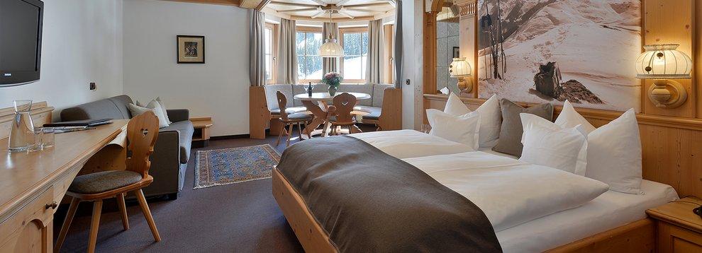 Hotelaufenthalt Hotel Almhof Übernachtung Hochfügen Aufenthalt Skiregion Zillertal