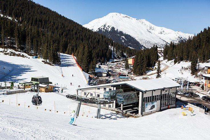 Liftanlagen 8er Jet Skigebiet Hochfügen Zillertal Urlaub Skitticket Skipass