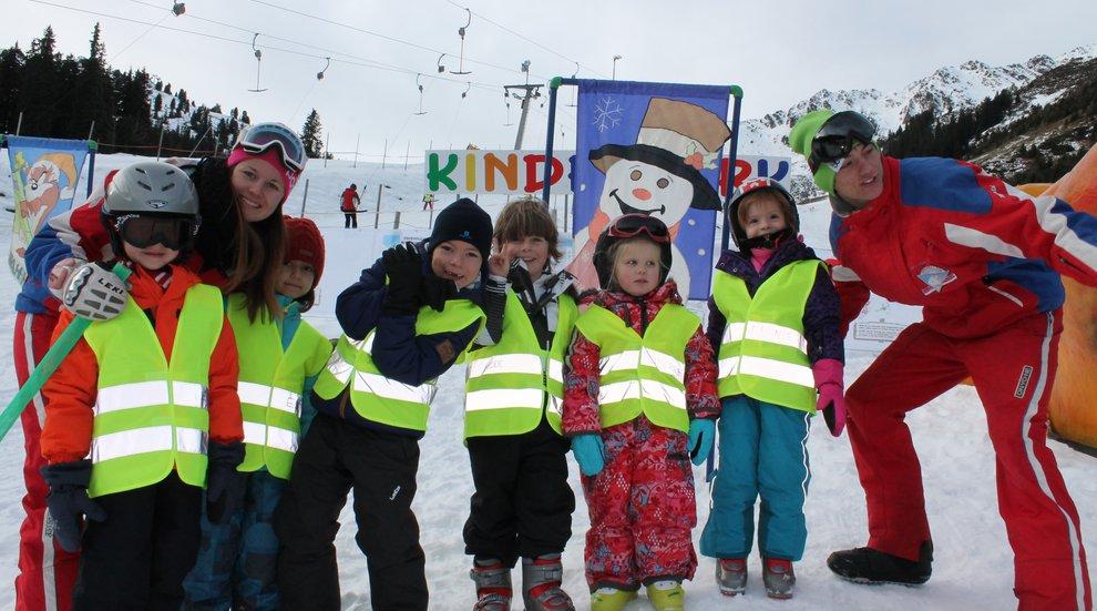 Kinderprogramm Skifahren Kinderskirennen Skischule Total Hochfügen
