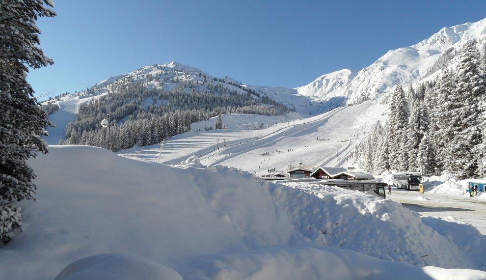 Haus Theato Skiregion Hochfügen Tiefschnee Schneeurlaub Winter Tirol Zillertal