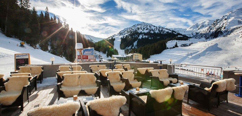 Sonnenterrasse Hotel Lamark Fankhauser Haubenküche Berge Wintererlebnis Bergsport