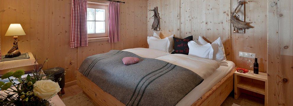 Landhausstil Hochfügen Hotel Almhof Winterurlaub Skifahren Inneneinrichtung Hotelzimmer