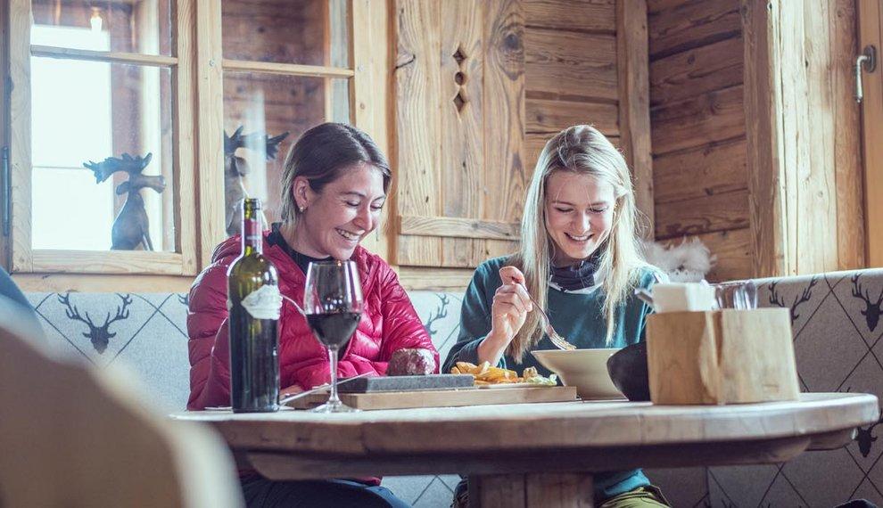 Einkehrhütte Holzalm Spezialitäten Tirol Genussfeuerwerk Winter Skiurlaub