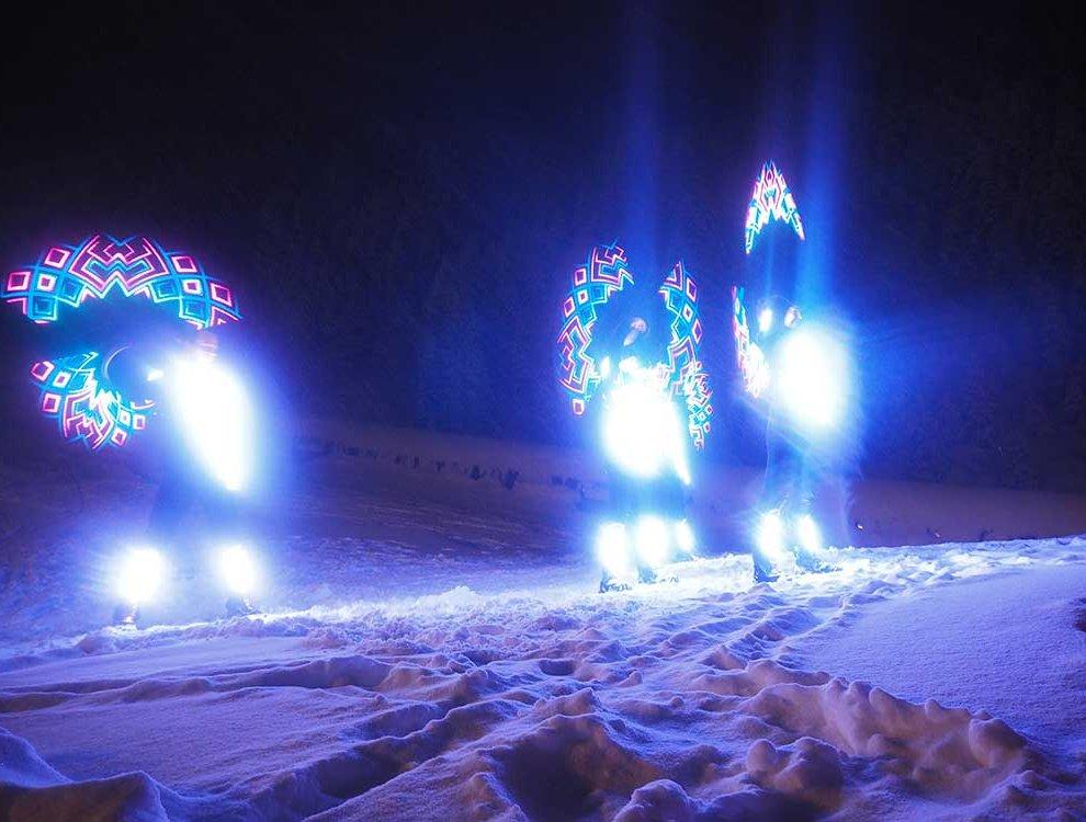 Skifahrer Zillertal Event Hochfügen Nacht Leuchtskianzüge