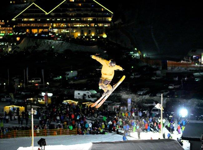 Skitricks Stunts Skipiste Skifahrer Hochfügen Nacht