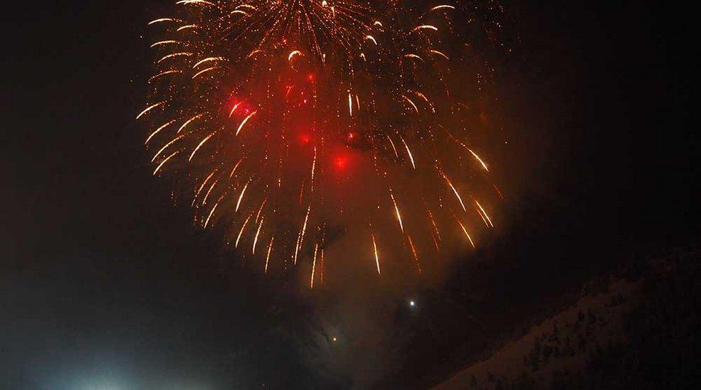 Feuerwerk Hochfügen Nacht Rakete Winter