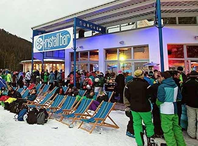 Hochfügen Kristallbar Apres-Ski Urlaub Winter Schnee