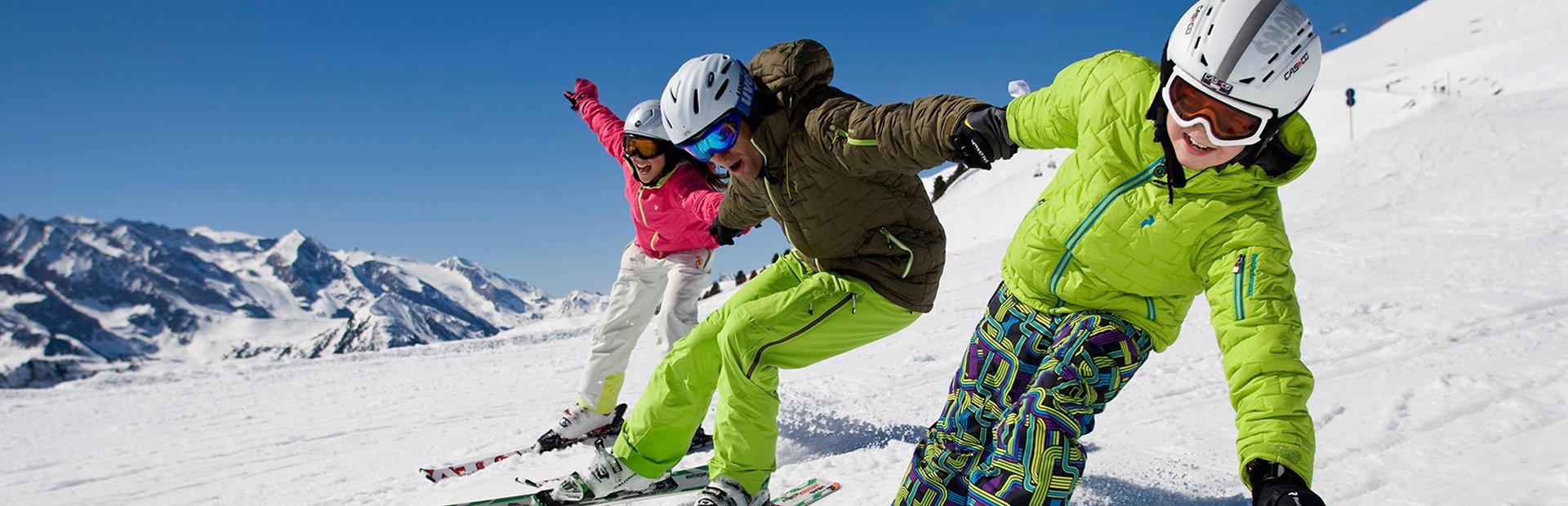 Familien-Skigebiet Hochfügen Skiurlaub mit Kindern Tiroler Zillertal Skispaß Familie