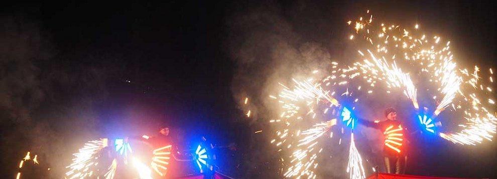 Feuer Licht Hochfügen Nacht Skigebiet Tirol Zillertal Abendveranstaltung Event