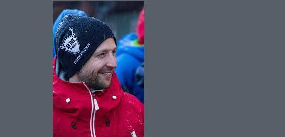 Winterexperte Schneeprofi Tiefschneefahrer Hochfügen