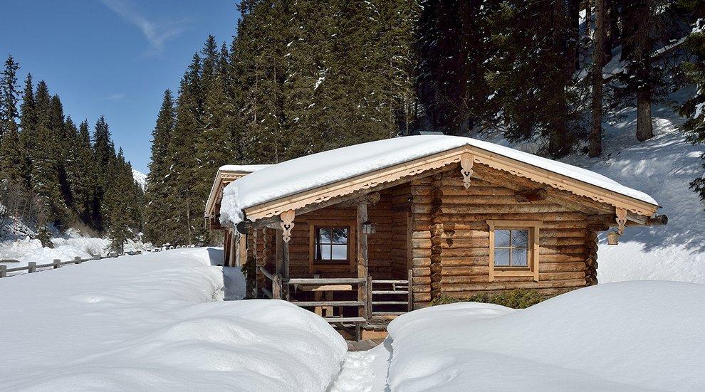 Hotel Almhof Winterlandschaft Hochfügen Skigebiet Tiefschnee Schneeurlaub