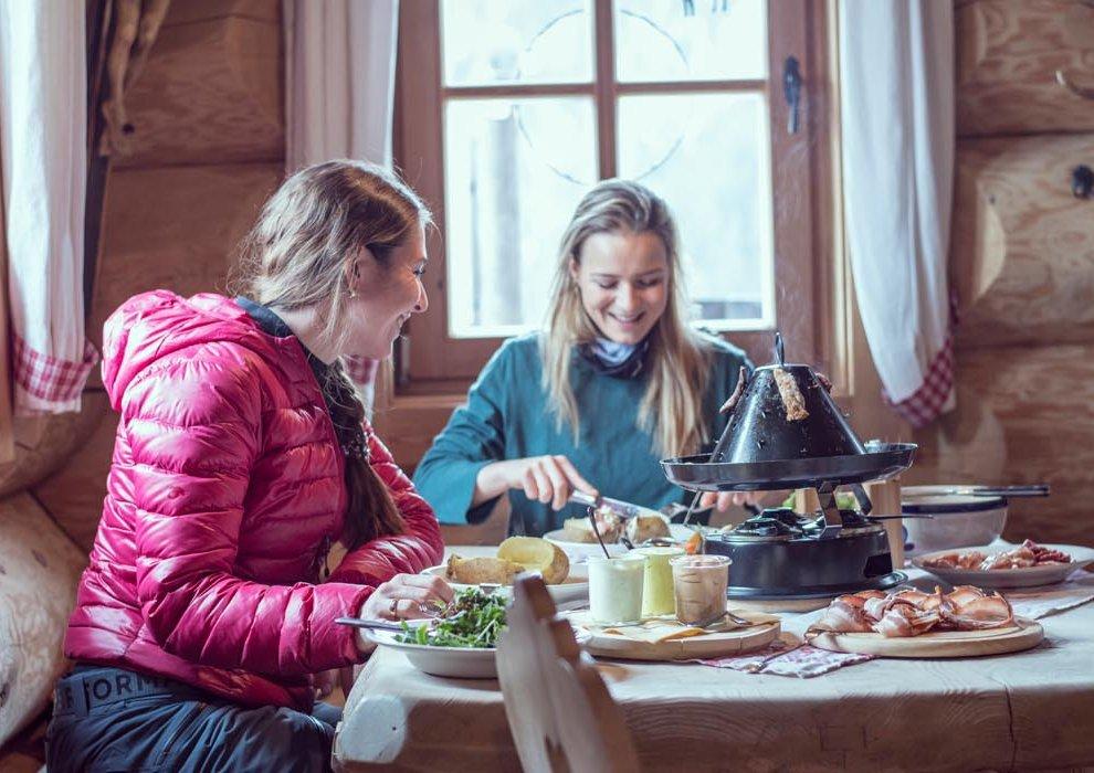 Hochfügen AarWirt Hutessen Zillertal Kulinarik Blockhütte