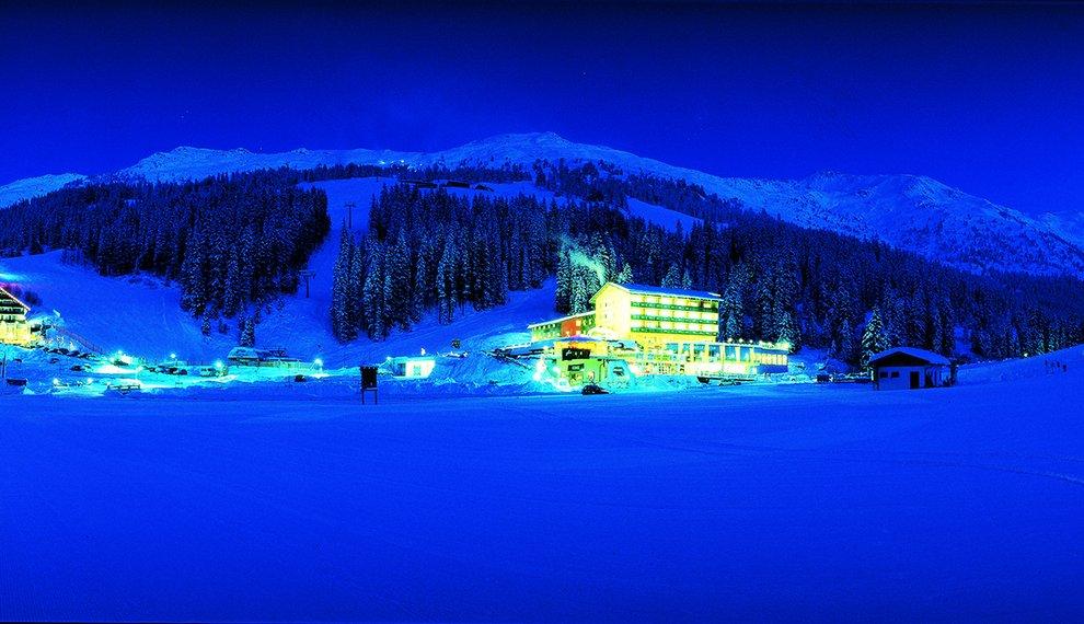 Berghotel Hochfügen Nachtpanorama Winterurlaub Schnee