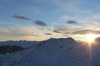 Sonnenaufgang im Skigebiet Hochfuegen im Zillertal