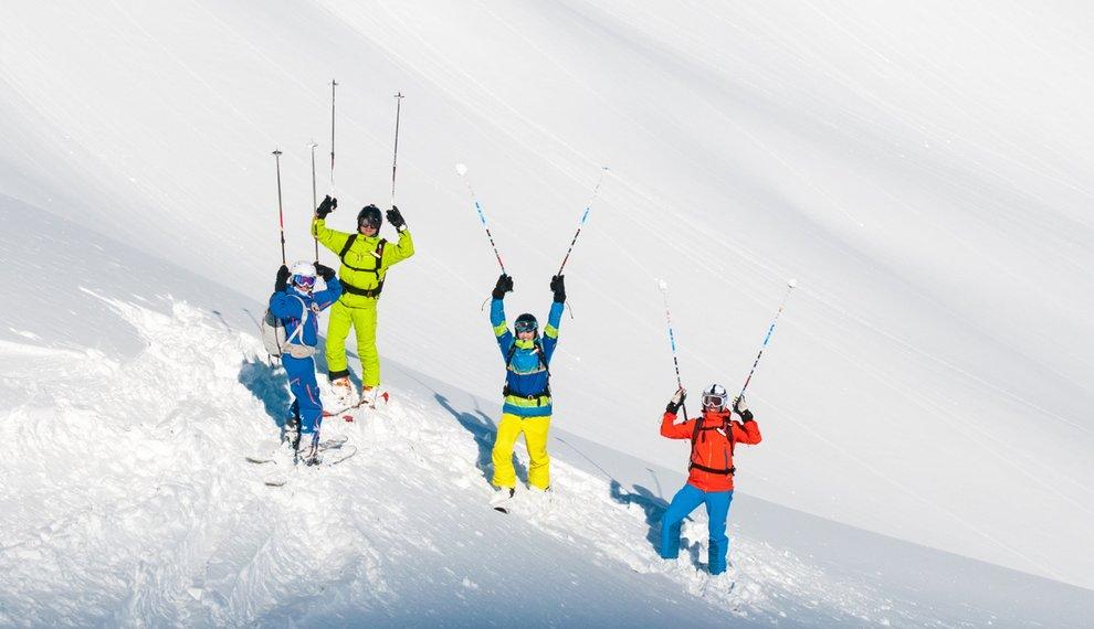 Freeriding Skigebiet Hochfügen Schnee Winterurlaub Skifahren Zillertal Skifriends