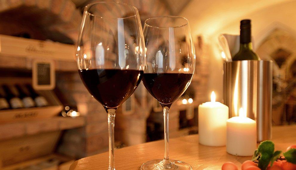 Hotel Almhof Wein Skigebiet Hochfügen Genuss Weinprobe