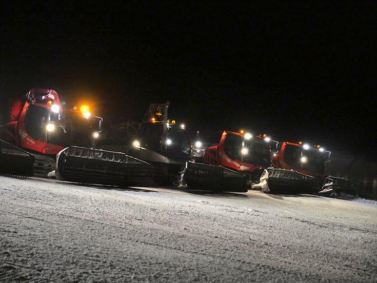 Pistenraupen-Spektakel Hochfügen Nacht Skievent Winterurlaub Pistenbullys Zillertal