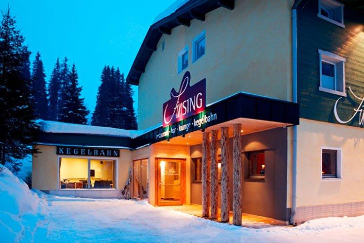 Berghotel Hochfügen Kegelbahn Abseits der Piste Spaß Winterurlaub