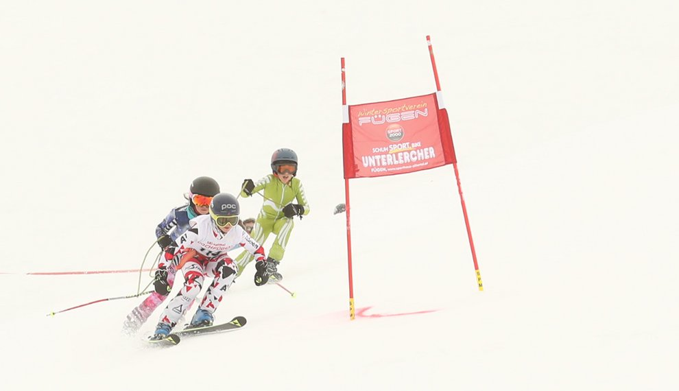Torfahnen Seilrennen Kinder Wettkampf Skirennen Hochfügen Skigebiet