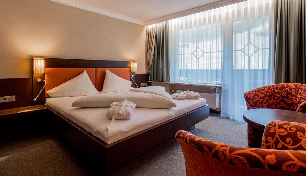 Doppelzimmer Berghotel Hochfügen Zimmerausstattung Komfort Zillertal