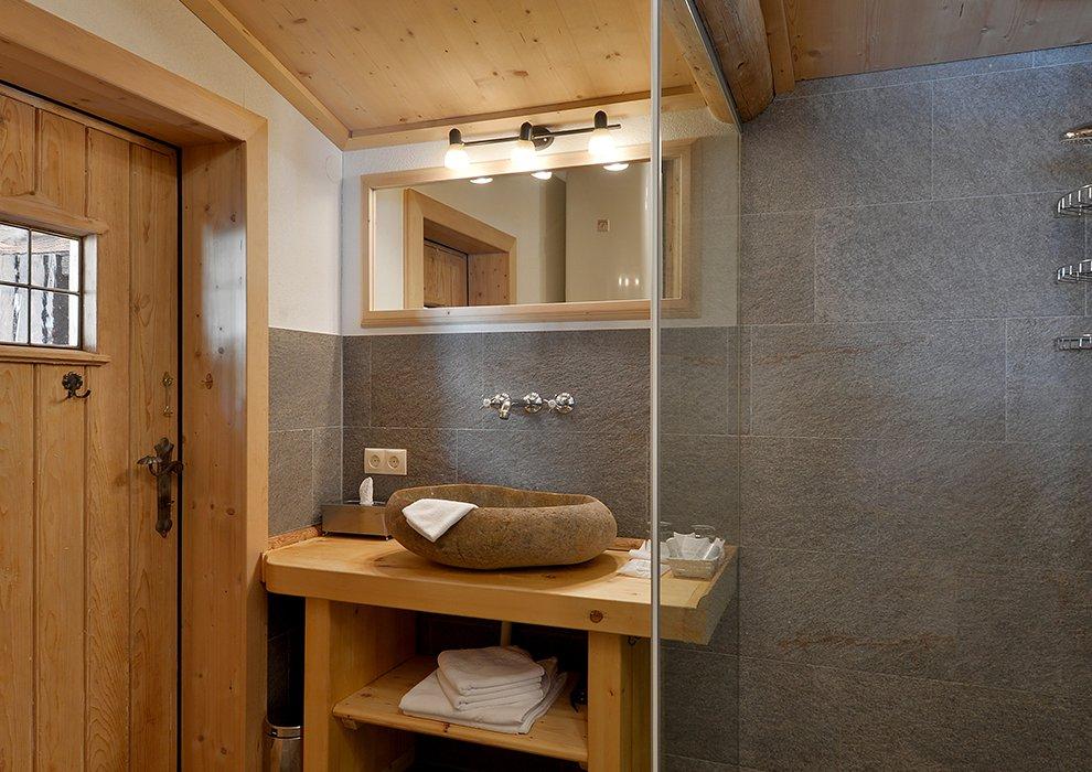 Hotel Almhof Badezimmer Zimmerausstattung Hochfügen