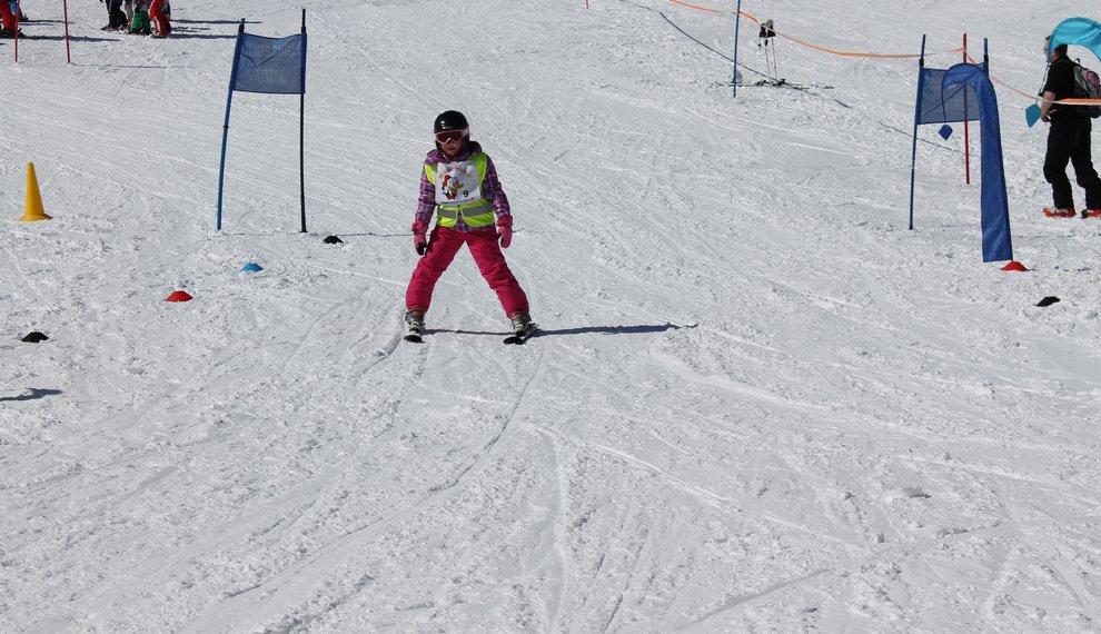 Kinderskirennen Familienskitag Skirennspaß Wettkampf Skifahren Hochfügen